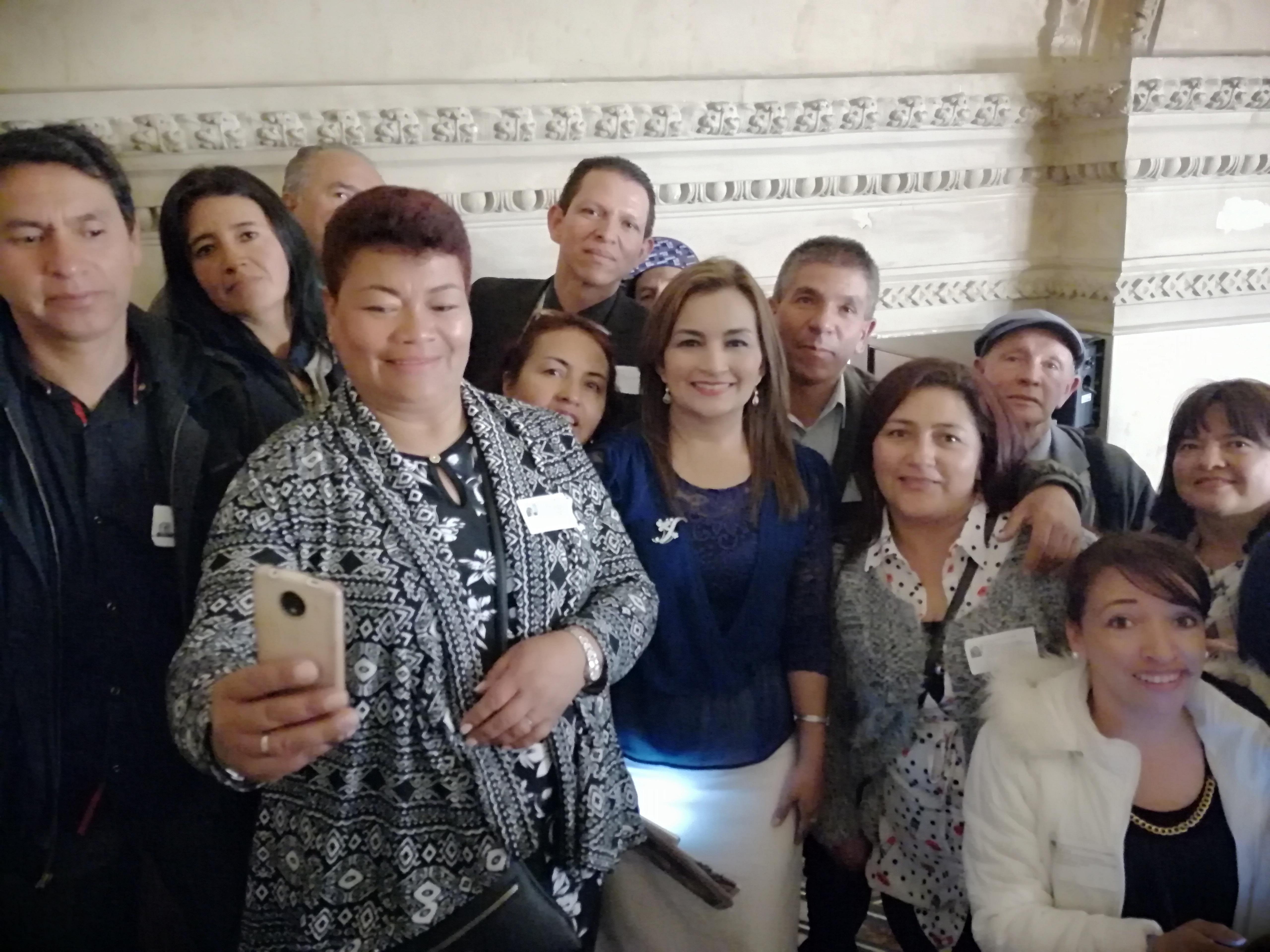 Ley Empanada del partido MIRA beneficia a vendedores informales de Colombia